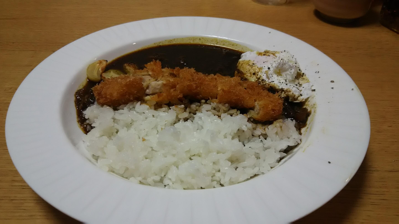 黒カレー+ポーチドエッグ